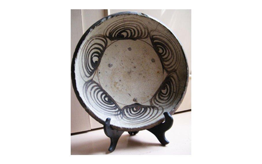 Japanese (Edo Period, 19th century) Mingei Horse-eye Plate, Seto Ware (stoneware)