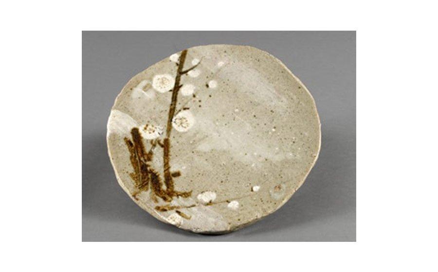Arakawa Toyozo, Plate, ca. 1960, stoneware with iron and white slip painting